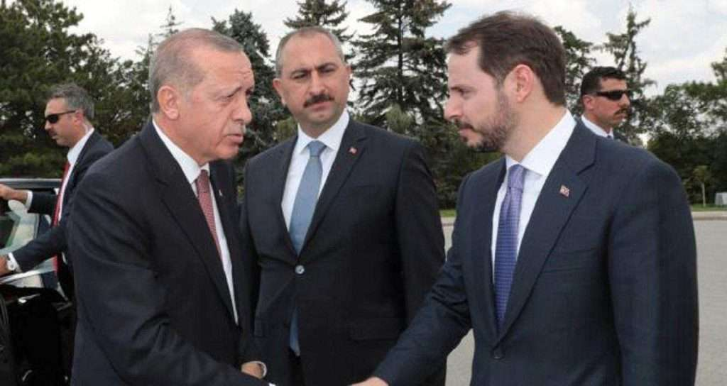 FinCEN Files: Στη λίστα και η τουρκική Aktif Bank του γαμπρού του Ερντογάν – Ξέπλυμα χρήματος, Wirecard και πορνό