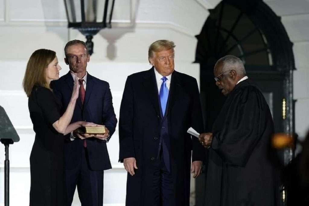 Ορκίστηκε η Έιμι Κόνι Μπάρετ για το Ανώτατο Δικαστήριο: Νίκη Τραμπ