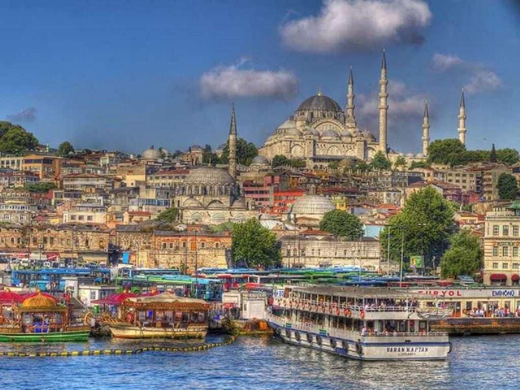 Ισλαμισμός και... μαγειρέματα από Ερντογάν στο δρόμο για τις κάλπες