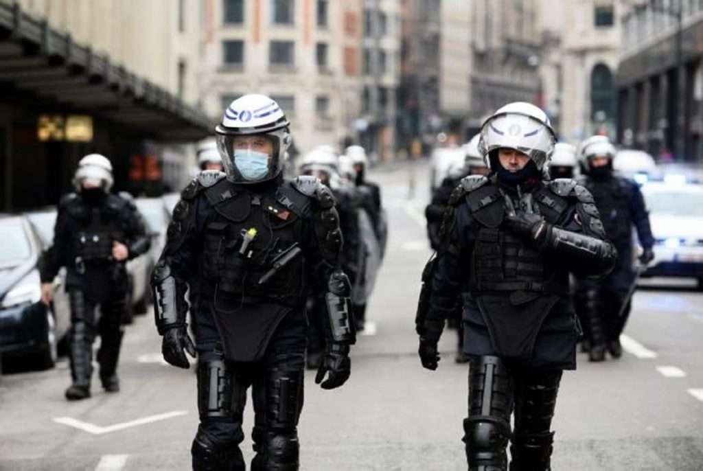 Βρυξέλλες | Επίθεση με μαχαίρι στο μετρό | Πολλοί τραυματίες |Κομμένο κεφάλι στη Γαλλία